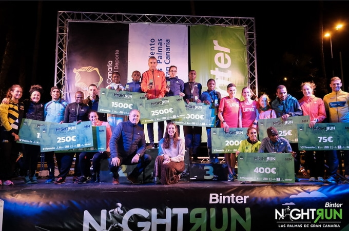 Ridouane Harroufi y Rkia el Moukim vuelan en la Binter Night Run de Gran Canaria