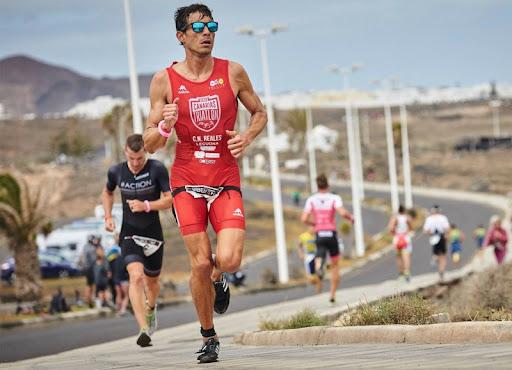 Tras el Triatlón Guía de Isora 2021, hemos entrevistado al ganador masculino, Raúl Lecuona, vencedor también en la edición del 2019.